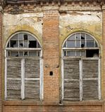Alte Fensterblendenverschlüsse Stockbilder