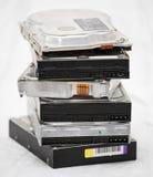 Alte Festplattenlaufwerke in einem Stapel Stockfotografie