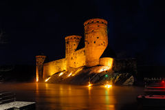 Alte Festung am Abend des eisigen Winters Lizenzfreie Stockfotografie