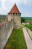 Alte Festung auf dem Fluss Dnister im Stadtbieger, Transnistrien Stockfotografie