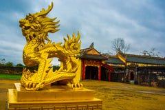 Alte Festung Goldenes Statuentier Farbe, Vietnam Stockfoto