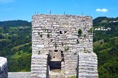 Alte Festung Gradina nahe Srebrenik stockbilder