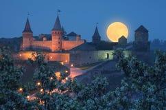 Alte Festung mit Beleuchtung Lizenzfreie Stockfotos