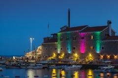 Alte Festung mit Beleuchtung. Petrovac Stockfotos