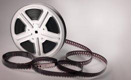Alte Filmbildfilmrolle auf braunem Hintergrund Stockbild
