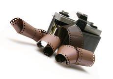 Alte Filmkamera der Weinlese mit Filmstreifen Stockfotografie