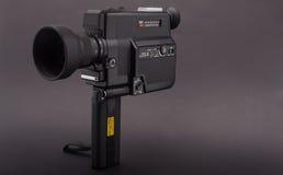 Alte Filmtechnikkamera auf Schwarzem Lizenzfreie Stockfotografie