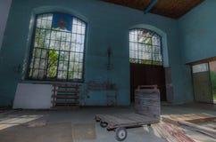 alte finestre in fabbrica Fotografia Stock Libera da Diritti