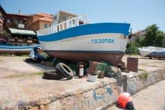 Alte Fischerboote auf dem Schwarzen Meer Stockfotos