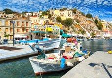 Alte Fischerboote koppelten im Golf von Symi-Insel in Griechenland an Lizenzfreie Stockfotografie