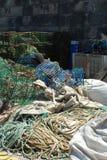 Alte Fischereiausrüstung im Kanal von Cascais Lizenzfreie Stockfotografie
