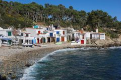 Alte Fischerhäuser auf Küste Spanien Costa Brava Stockfotografie