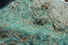 Alte Fischernetze im Kanal von Cascais, Portugal Lizenzfreie Stockfotos