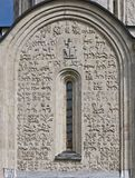 Alte Flachreliefs der Dmitrov Kathedrale, Russland Stockfotos