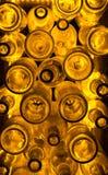 Alte Flaschen Rum | Gelbes/Goldlicht lizenzfreie stockbilder