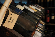 Alte Flaschen Wein Stockbild
