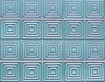 Alte Fliesen auf der Wand mit einem einzigartigen quadratischen Muster Lizenzfreies Stockbild