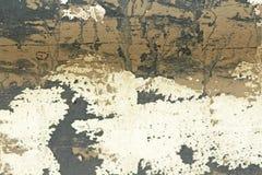 Alte flockige Farbe, die weg einer Grungy gebrochenen Wand abzieht Sprungs-altes PA stockbild