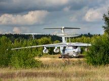 Alte Flugzeuge auf dem verlassenen Flughafen Lizenzfreie Stockfotos