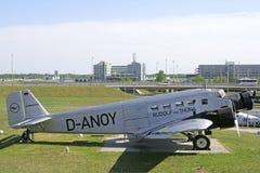 Alte Flugzeuge im Besucher parken an München-Flughafen Lizenzfreie Stockbilder