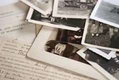 Alte Fotographien und Dokumente Stockbilder