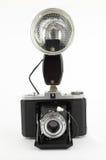 Alte Fotokamera mit Röhrenblitzblinken Stockfotos