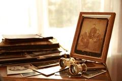 Alte Fotos und Alben Stockbild