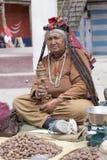 Alte Frau des Porträts auf der Straße in Leh, Ladakh Indien Lizenzfreie Stockbilder