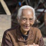 Alte Frau des Porträts im Markt, Abschluss oben Inle See, Birma, Myanmar Lizenzfreies Stockfoto
