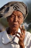 Alte Frau in Mandalay Lizenzfreies Stockfoto