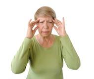 Alte Frau mit Kopfschmerzen lizenzfreies stockbild