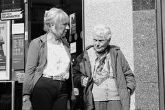 Alte Frau und Mann lizenzfreie stockfotos