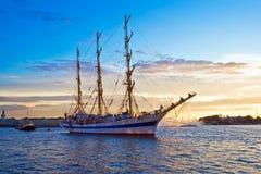 Alte Fregatte auf Neva Fluss Lizenzfreies Stockfoto