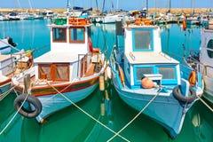 Alte fshing Boote im Hafen von Iraklio Stockfoto