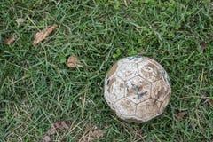 Alte Fußballkugel Lizenzfreies Stockfoto