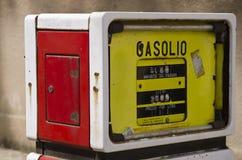 Alte Gaspumpe in Sardinien Stockbilder