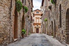 Alte Gasse in Trevi, Umbrien, Italien stockbilder