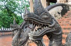 Alte gealterte riesige Schlange, Naka im Hagedorn Pha Kaeo, Vientiane, Laos Stockfotos