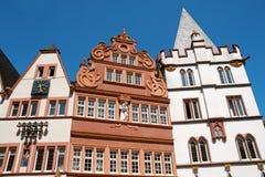 Alte Gebäude in der alten Stadt von Trier Stockbild