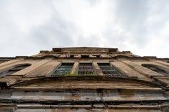 Alte Gebäude-Fassade stockbild
