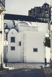 Alte Gebäude und Kirche in Portugal Stockbild