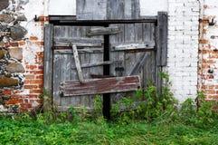 Alte gebrochene hölzerne Tore Lizenzfreie Stockbilder