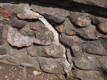 Alte gebrochene Steinwand stockfoto