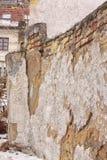 Alte gebrochene und ruinierte Wand hergestellt von den Ziegelsteinen Stockfotos