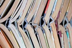 Alte gebundene Bücher des Stapels Stockbild
