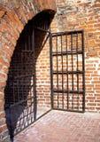 Alte Gefängnis-Tür Stockbilder
