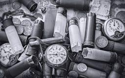 Alte Gegenstände auf dem Schreibtisch Stockbilder