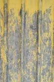 Alte gelbe gewölbte Blechtafel Stockbilder