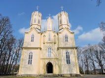 Alte gelbe hölzerne Kirche, Litauen stockfoto