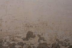Alte gemalte Backsteinmauer mit Gips und Abziehbild Lizenzfreies Stockfoto